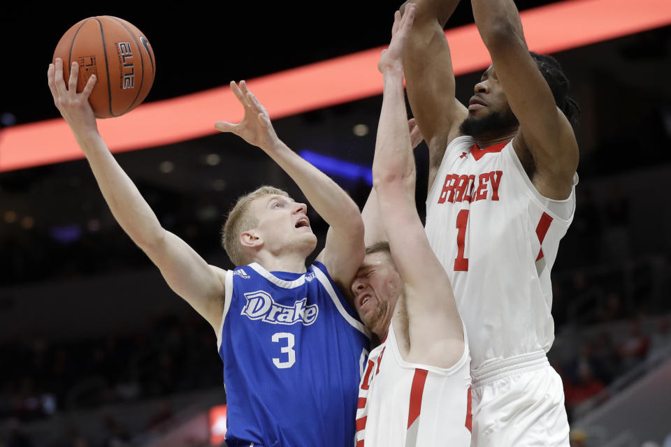 Garrett Sturtz (3) and Drake are off to a surprising start this season. (AP Photo/Jeff Roberson)