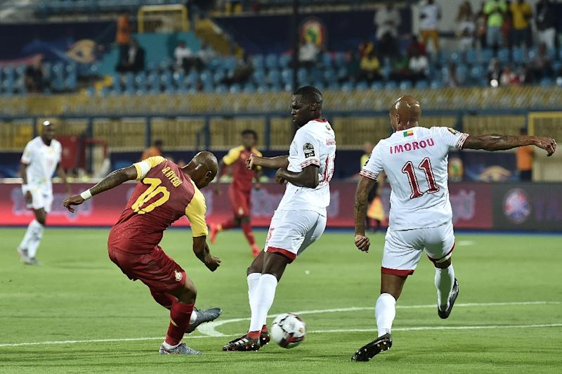 Ghana's midfielder Andre Ayew (L) shoots to score during the Africa Cup of Nations (CAN) football match between Ghana and Benin (AFP Photo/OZAN KOSE)