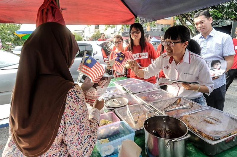 Pakatan Harapan candidate Wong Siew Ki hands out flyers to vendors during a walkabout session at the Bandar Damai Perdana market, August 21, 2018. ― Picture by Shafwan Zaidon