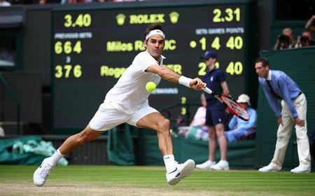Switzerland's Roger Federer in action against Canada's Milos Raonic REUTERS/Clive Brunskill/Pool