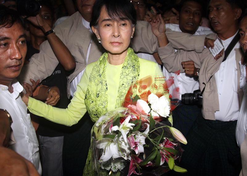 Myanmar opposition Leader Aung San Suu Kyi, center, arrives at Yangon International airport to leave for United State Sunday, Sept. 16 2012, in Yangon. Suu Kyi leaves Sunday on her first U.S. trip since she was put under house arrest in 1990. (AP Photo/Khin Maung Win)
