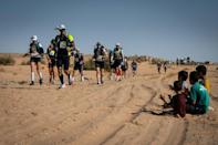 Fans in he sand: competitors receive some applause on he second stage (AFP/JEAN-PHILIPPE KSIAZEK)