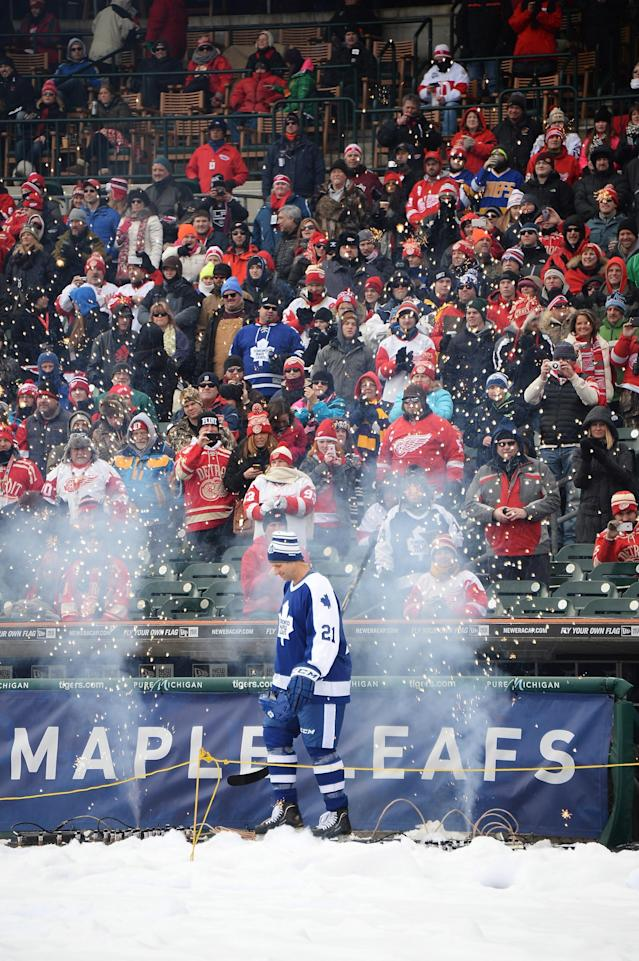 DETROIT, MI - DECEMBER 31: Dave Osborne #21 of the Toronto Maple Leafs is introduced as he walks to the ice before the first game of the 2013 Hockeytown Winter Festival Alumni Showdown against the Detroit Red Wings on December 31, 2013 at Comerica Park in Detroit, Michigan. (Photo by Jamie Sabau/Getty Images)