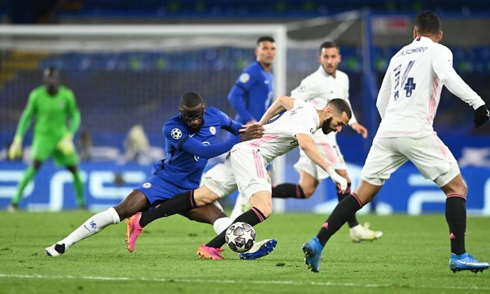 Antonio Rüdiger gets to grips with Real Madrid's Karim Benzema