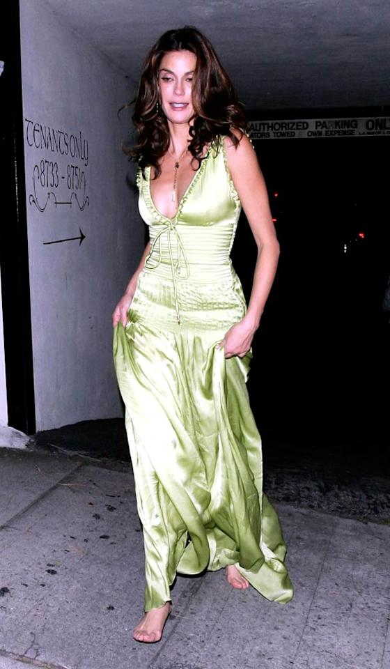 """Teri Hatcher dresses down her outfit by going barefoot. MWD-Stefan/<a href=""""http://www.x17online.com"""" target=""""new"""">X17 Online</a> - November 20, 2005"""