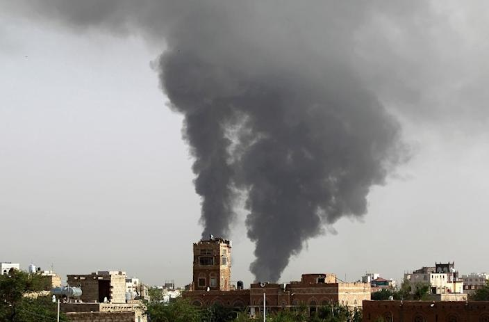 Smoke billows following air-strikes by the Saudi-led coalition on a weapons depot at a military airport controlled by Yemeni Shiite Huthi rebels, on July 7, 2015 in the capital Sanaa (AFP Photo/Mohammed Huwais)