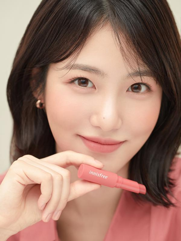 innisfree Vivid Cotton Stick. Sumber foto: Document/innisfree.