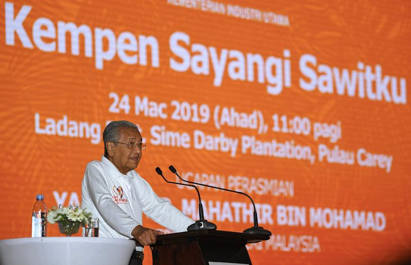 Tun Dr Mahathir Mohamad speaks during the launch of the Sayangi Sawitku campaign at the Sime Darby Ladang East in Kuala Langat March 24, 2019. — Bernama pic