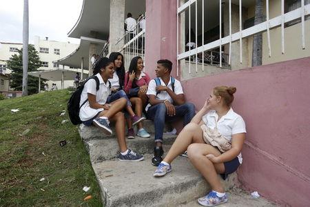 Students chat at the entrance of a medical school in Havana, January 8, 2016. REUTERS/Stringer