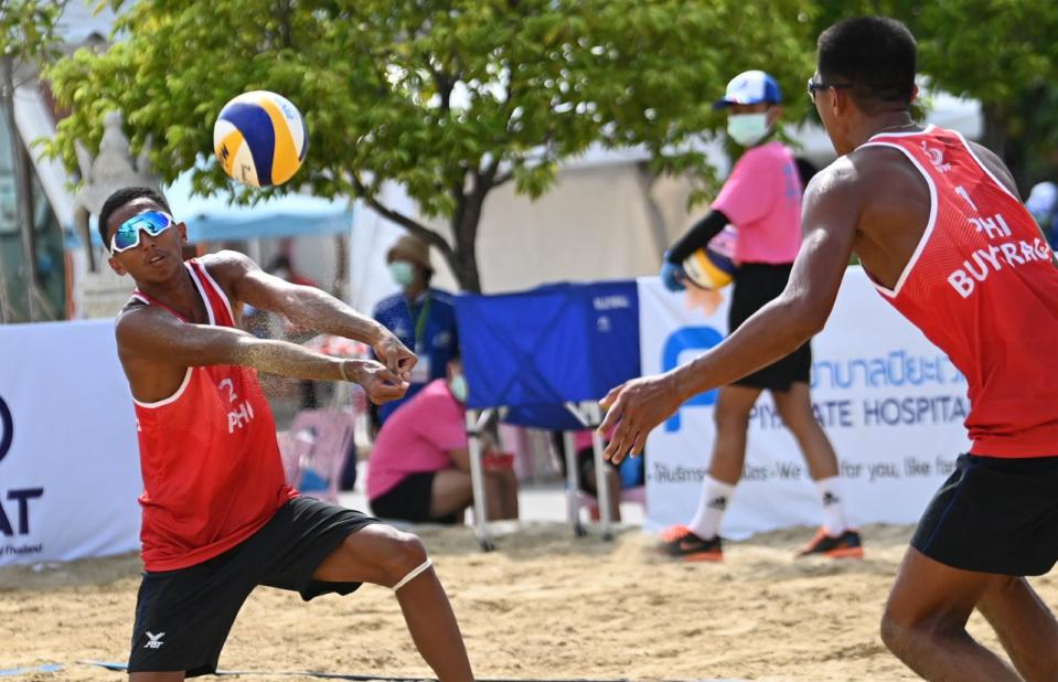 Philippine men's national beach volleyball players Jaron Requinton and James Buytrago. (Photo: AVC - Asian Volleyball Confederation/Facebook)