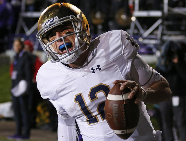 "Notre Dame's <a class=""link rapid-noclick-resp"" href=""/ncaaf/players/271127/"" data-ylk=""slk:Ian Book"">Ian Book</a> has a rib injury and won't play this weekend. (AP)"