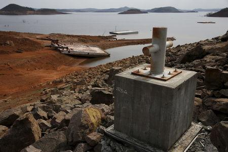 A boat moor post shows a water level reference at Guri dam in Bolivar state, Venezuela April 11, 2016. REUTERS/Carlos Garcia Rawlins