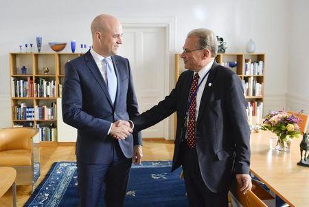 Outgoing Swedish Prime Minister Fredrik Reinfeldt (L) shakes hands with parliament speaker Per Westerberg at Sweden's parliament after handing in his resignation in Stockholm September 15, 2014. REUTERS/Henrik Montgomery/TT News Agency