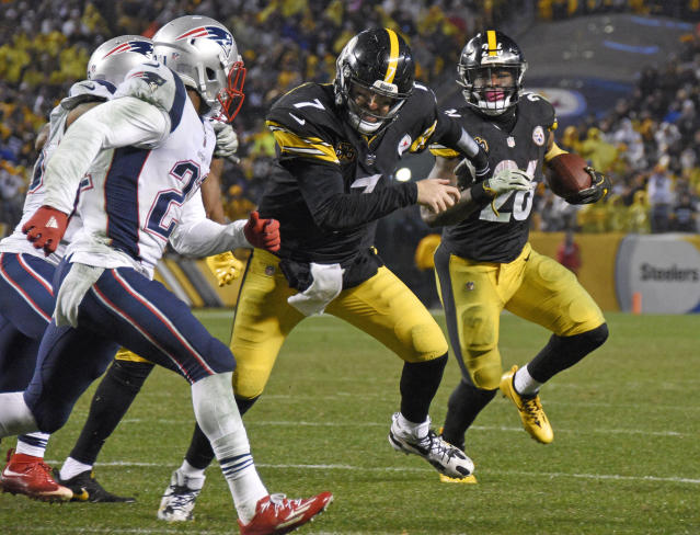Ben Roethlisberger (C) blocks for running back Le'Veon Bell during the second half against the New England Patriots on Sunday. (AP Photo/Don Wright)