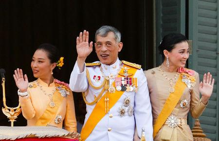 Thailand's newly crowned King Maha Vajiralongkorn, Queen Suthida and Princess Bajrakitiyabha are seen atthe balcony of Suddhaisavarya Prasad Hall at the Grand Palace where King grants a public audience to receive the good wishes of the people in Bangkok, Thailand May 6, 2019.REUTERS/Jorge Silva