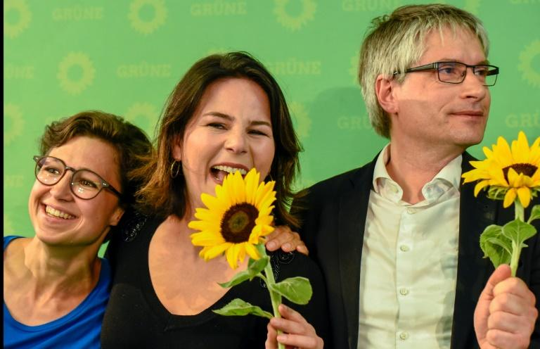 German Green party EU candidate Hannah Neumann (l) celebrates with party co-leader Annalena Baerbock and the Greens top candidate Sven Giegold after the exit poll figures were announced