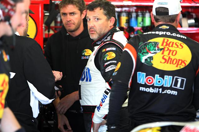 Driver Tony Stewart talks with his crew after practice for Sunday's Sprint Cup Series at New Hampshire Motor Speedway, Saturday, July 12, 2014 in Loudon, NH (AP Photo/Jim Cole)