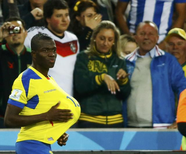 Ecuador's Enner Valencia celebrates after scoring a goal during their 2014 World Cup Group E soccer match against Honduras at the Baixada arena in Curitiba June 20, 2014. REUTERS/Stefano Rellandini (BRAZIL - Tags: SOCCER SPORT WORLD CUP)