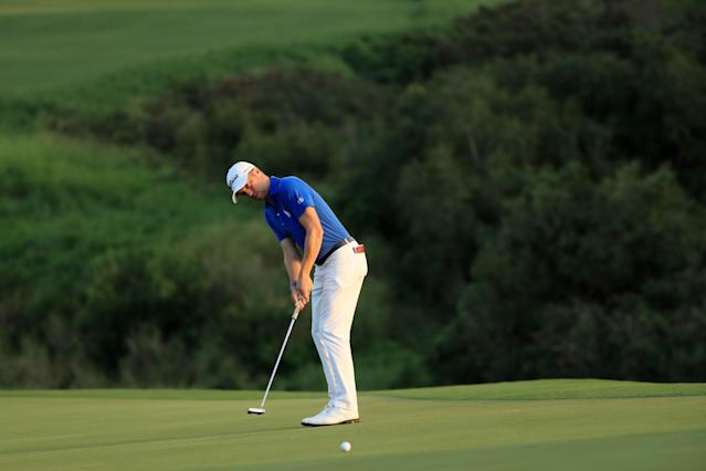 """<h1 class=""""title"""">Sentry Tournament Of Champions - Final Round</h1> <div class=""""caption""""> KAPALUA, HAWAII - JANUARY 05: Justin Thomas of the United States putts on the 18th green during a playoff during the final round of the Sentry Tournament Of Champions at the Kapalua Plantation Course on January 05, 2020 in Kapalua, Hawaii. (Photo by Sam Greenwood/Getty Images) </div> <cite class=""""credit"""">Sam Greenwood</cite>"""