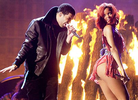 "Rihanna Gets ""Hot and Heavy"" With Drake at Miami Club"
