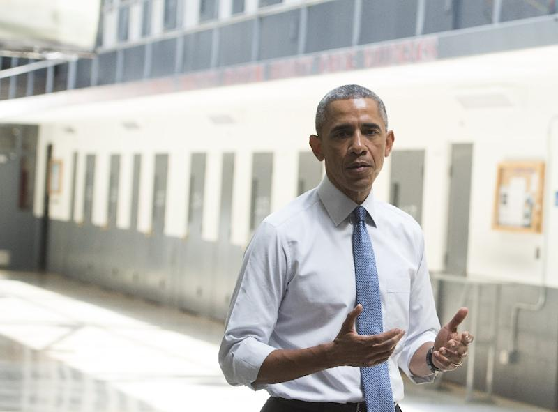 US President Barack Obama speaks as he tours a cell block at the El Reno Federal Correctional Institution in El Reno, Oklahoma, July 16, 2015 (AFP Photo/Saul Loeb)