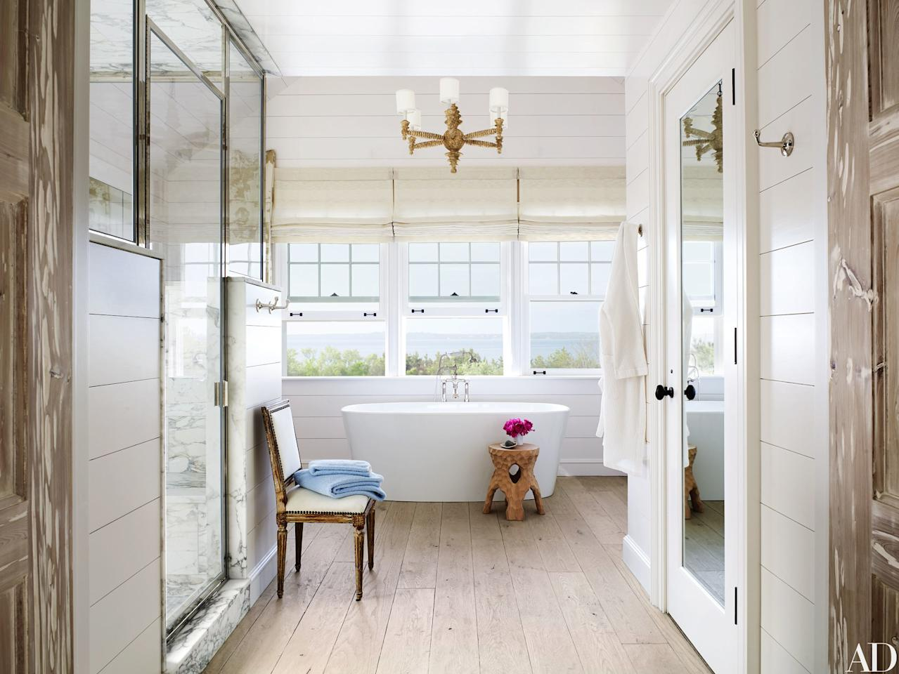 """The master bath of a <a href=""""http://www.architecturaldigest.com/story/southampton-beach-house-david-netto-david-hottenroth?mbid=synd_yahoo_rss"""">Southampton, New York, retreat</a> by interior designer David Netto and architect David Hottenroth is pure luxury. We are so ready to soak in the tub while listening to the waves."""