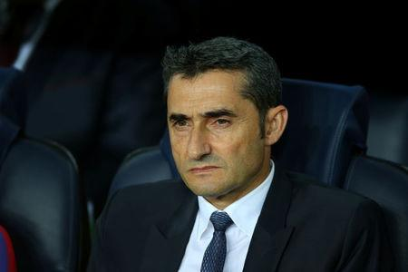Soccer Football - FC Barcelona vs Juventus - Camp Nou, Barcelona, Spain - September 12, 2017   Barcelona coach Ernesto Valverde    REUTERS/Albert Gea