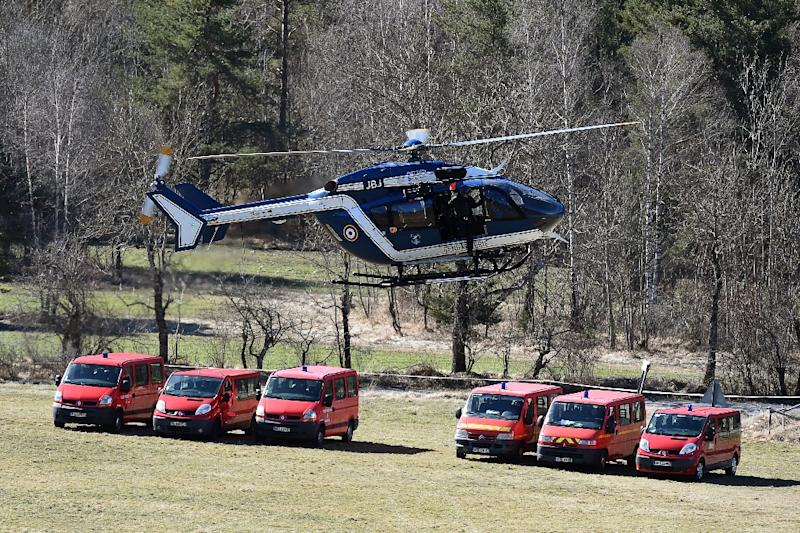 A French Gendarmeri helicopter flies over an air base in Seyne-les-Alpes on March 26, 2015 as the search operation following the Germanwings plane crash resumes (AFP Photo/Boris Horvat)
