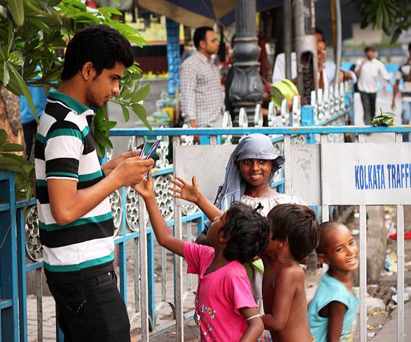 """<span style=""""font-size:11.0pt; """">Kolkata Resident, Arjun stopped in the middle of his hectic schedule to hand out chocolates to street children near Dharmatala.</span>"""