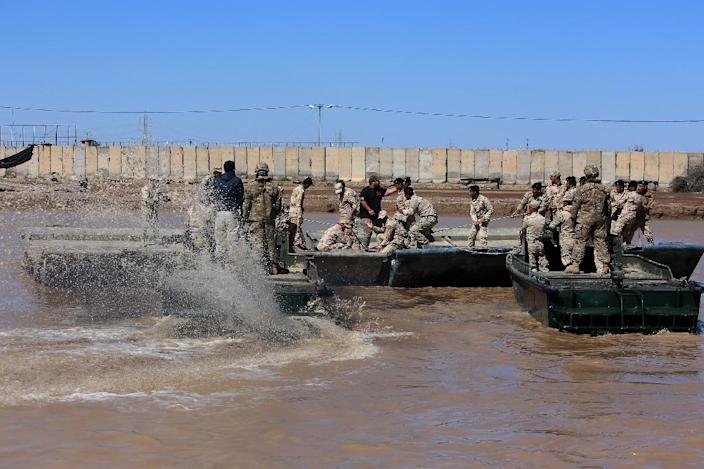 Iraqi forces install a floating bridge in Taji, as they practice using replacement bridges in their offensive against jihadists in West Mosul (AFP Photo/Sabah Arar)