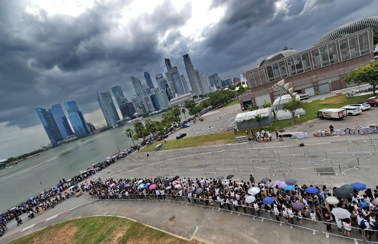 Mourners queue to pay their respects to Singapore's late former prime minister Lee Kuan Yew at Parliament House where he lies in state, March 28, 2015, in Singapore