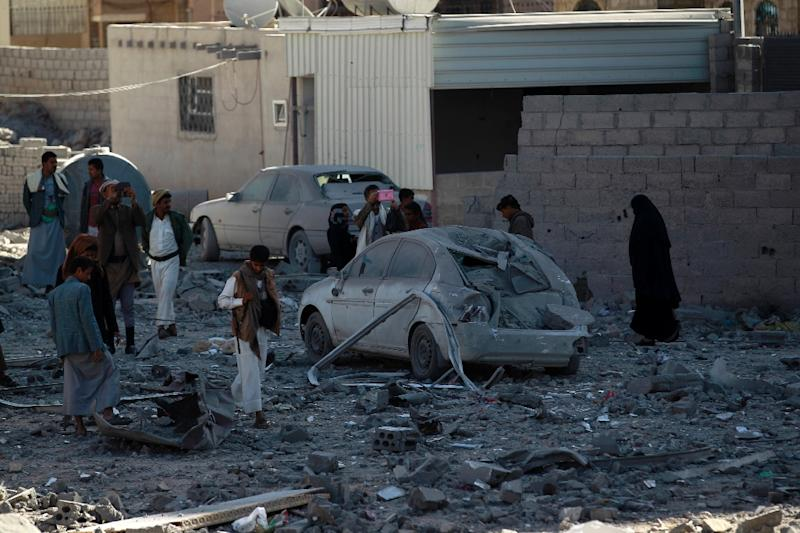 Yemenis inspect the site of a Saudi-led airstrike that targeted a building in the Yemeni capital Sanaa on January 25, 2016 (AFP Photo/Mohammed Huwais )