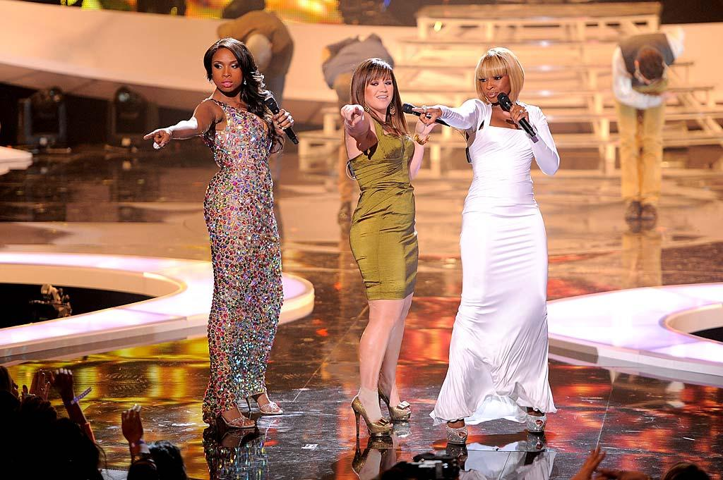 "Jennifer Hudson, Kelly Clarkson, and Mary J. Blige strutted their stuff together onstage at the 2011 VH1 Divas concert on Sunday night. The trio kicked off the festivities with a performance of ""You Keep Me Hangin' On"" by The Supremes. (12/18/2011)"