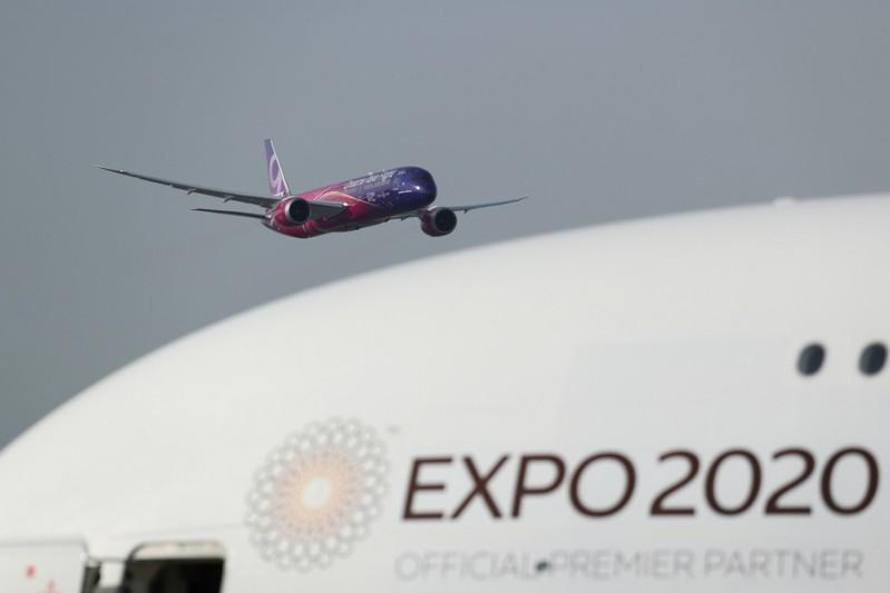 Boeing 787 Dreamliner performs air display during the second day of Dubai Air Show in Dubai