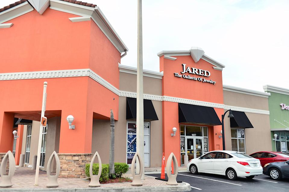 PEMBROKE PINES, FLORIDA - JULY 21: An exterior view of Jared The Galleria Of Jewelry store on July 21, 2020 in Pembroke Pines, Florida. Signet Jewelers, which operates 3,172 stores globally which include Jared The Galleria Of Jewelry will permanently closed at least 150 of its North America stores due to coronavirus (COVID-19) pandemic. (Photo by Johnny Louis/Getty Images)
