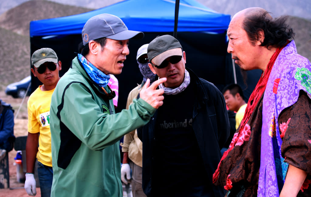 """Director <a href=""""http://movies.yahoo.com/movie/contributor/1800159436"""">Zhang Yimou</a> and <a href=""""http://movies.yahoo.com/movie/contributor/1809441194"""">Ni Dahong</a> on the set of Sony Pictures Classics' <a href=""""http://movies.yahoo.com/movie/1810129566/info"""">A Woman, a Gun and a Noodle Shop</a> - 2010"""