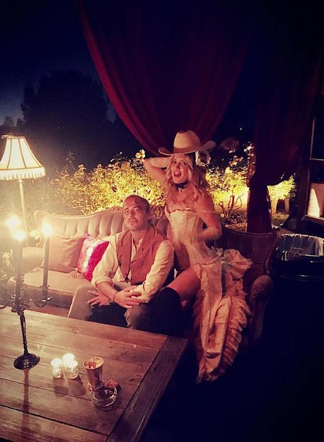 "<p>Wild Wild West! Kate couldn't resist stealing her pal Jonas Tahlin's cowboy hat. (Photo: <a href=""https://www.instagram.com/p/BMIh-aqD20x/?taken-by=katehudson"" rel=""nofollow noopener"" target=""_blank"" data-ylk=""slk:Instagram"" class=""link rapid-noclick-resp"">Instagram</a>) </p>"