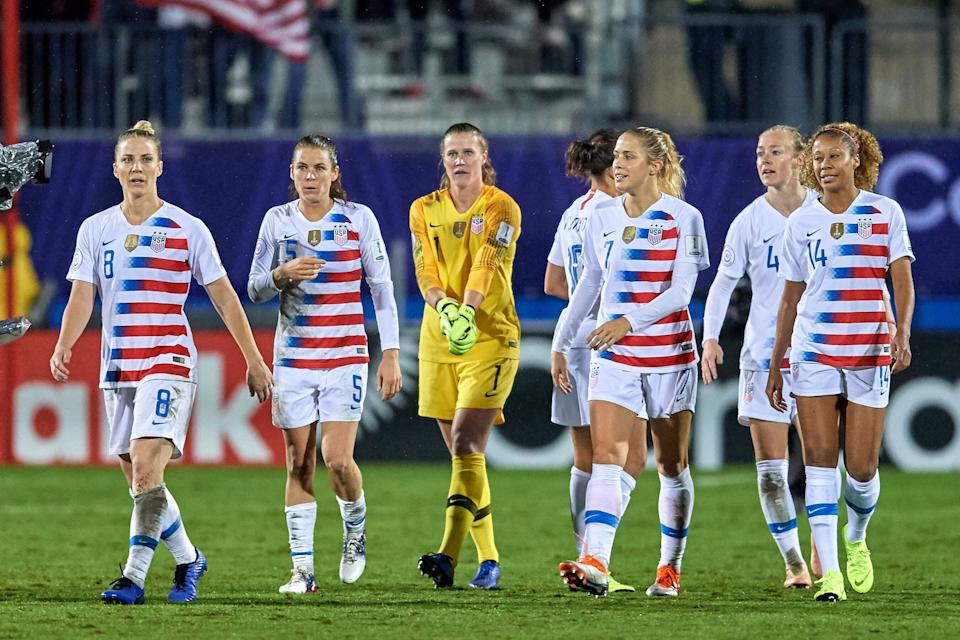 FRISCO, TX - OCTOBER 17: USA midfielder Julie Ertz (8) , USA defender Kelley O'Hara (5), USA goalkeeper Alyssa Naeher (1), USA defender Abby Dahlkemper (7), USA defender Becky Sauerbrunn (4) and USA defender Casey Short (14) look on during the final match of the CONCACAF Women's Championship between USA and Canada on October 17, 2018 at Toyota Stadium in Frisco, TX. (Photo by Robin Alam/Icon Sportswire via Getty Images)