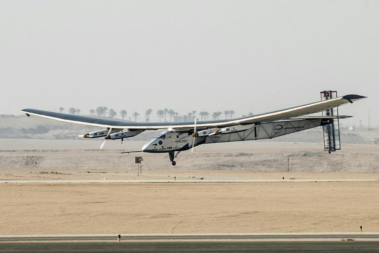 L'avion Solar Impulse 2, à l'Aéroport international du Caire, le 13 juillet 2016