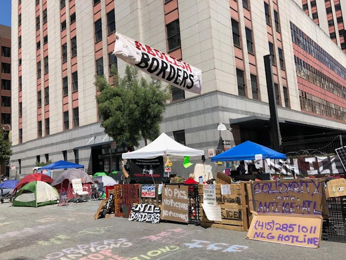Protesters camped outside ICE offices in San Francisco on Thursday. (Photo: HuffPost / Sarah Ruiz-Grossman)