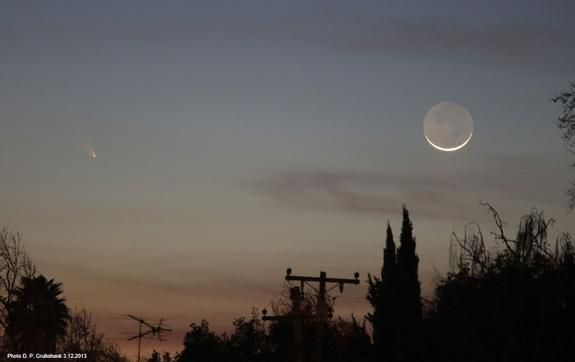 Spectacular Comet and Moon View Wows Stargazers (Photos)