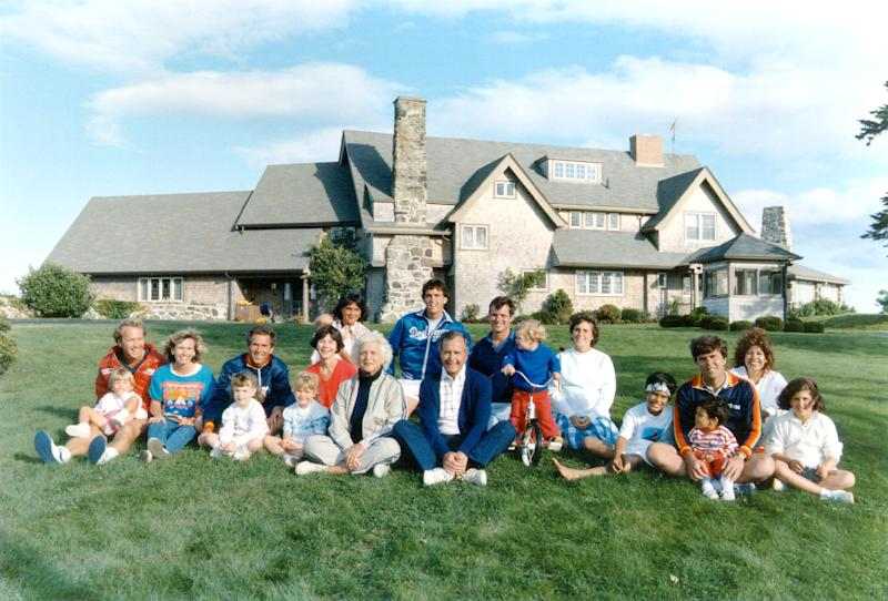 The Bush family in front of their vacation property in Kennebunkport, Maine, in August 1986.