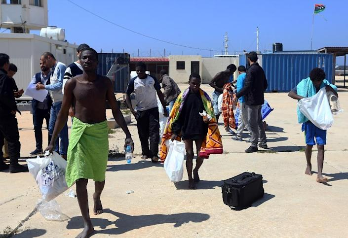 African migrants receive food and medical care in Tripoli following their rescue after their boat sank off Libya on April 13, 2017 (AFP Photo/MAHMUD TURKIA)