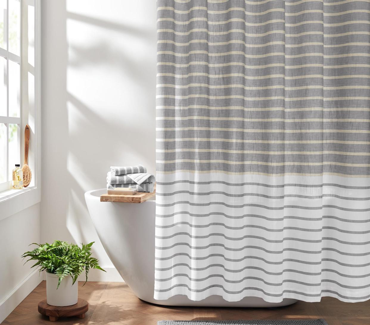 Classic chic, right in your bathroom. (Photo: Walmart)