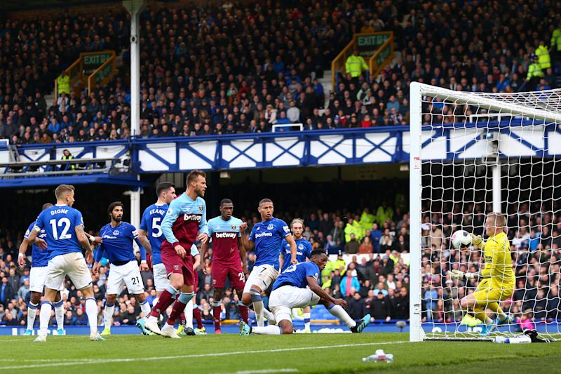 LIVERPOOL, ENGLAND - OCTOBER 19: Jordan Pickford of Everton saves from Andriy Yarmolenko of West Ham United the Premier League match between Everton FC and West Ham United at Goodison Park on October 19, 2019 in Liverpool, United Kingdom. (Photo by Robbie Jay Barratt - AMA/Getty Images)