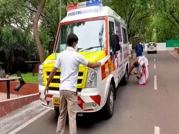 The ambulance handed over to Andhra Pradesh police by SBI. Photo/ANI