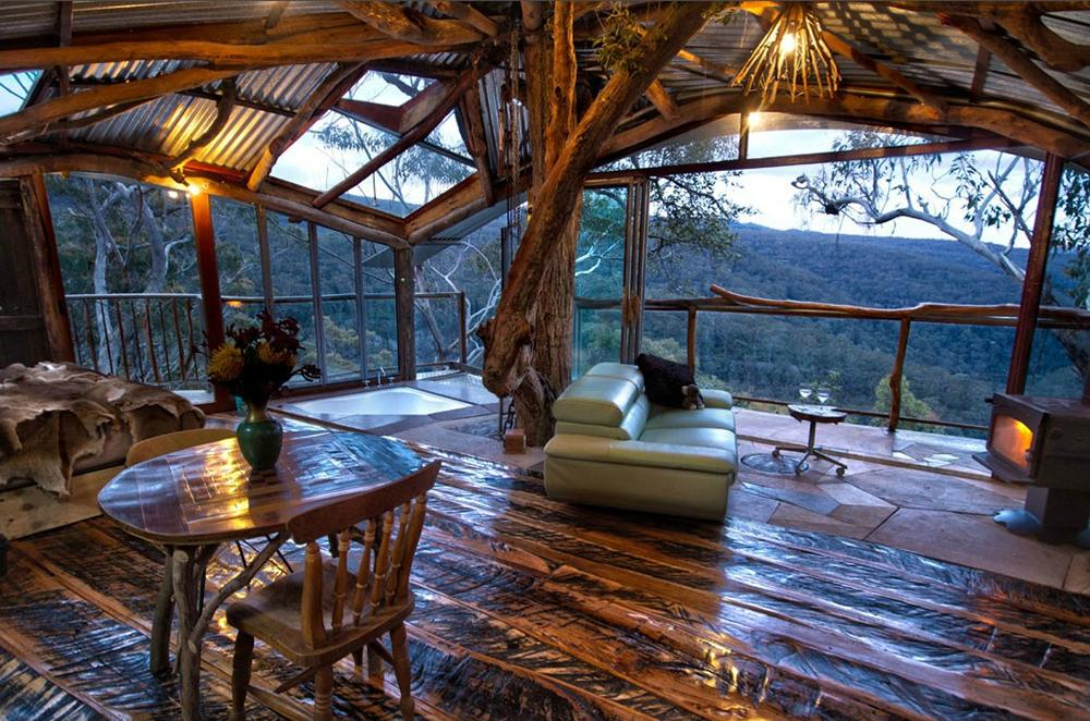 <p>This one-of-a-kind cabin comes complete with spa, kitchenette, Queen bed, fireplace and floor to ceiling windows to provide an amazing and unique Blue Mountains experience. </p>