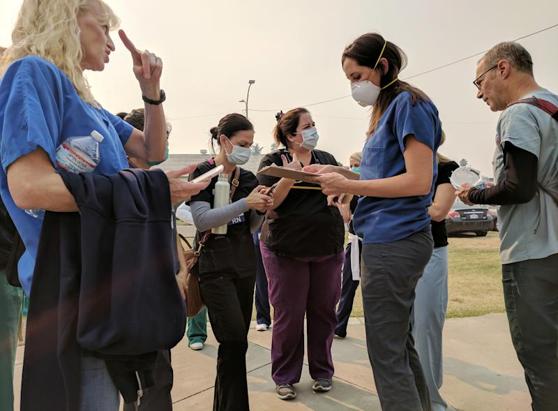 Volunteer nurses wear protective masks due to smoke from burning wildfires as they receive instructions at a shelter in Petaluma, California, on Oct. 13, 2017. (Reuters Staff / Reuters)