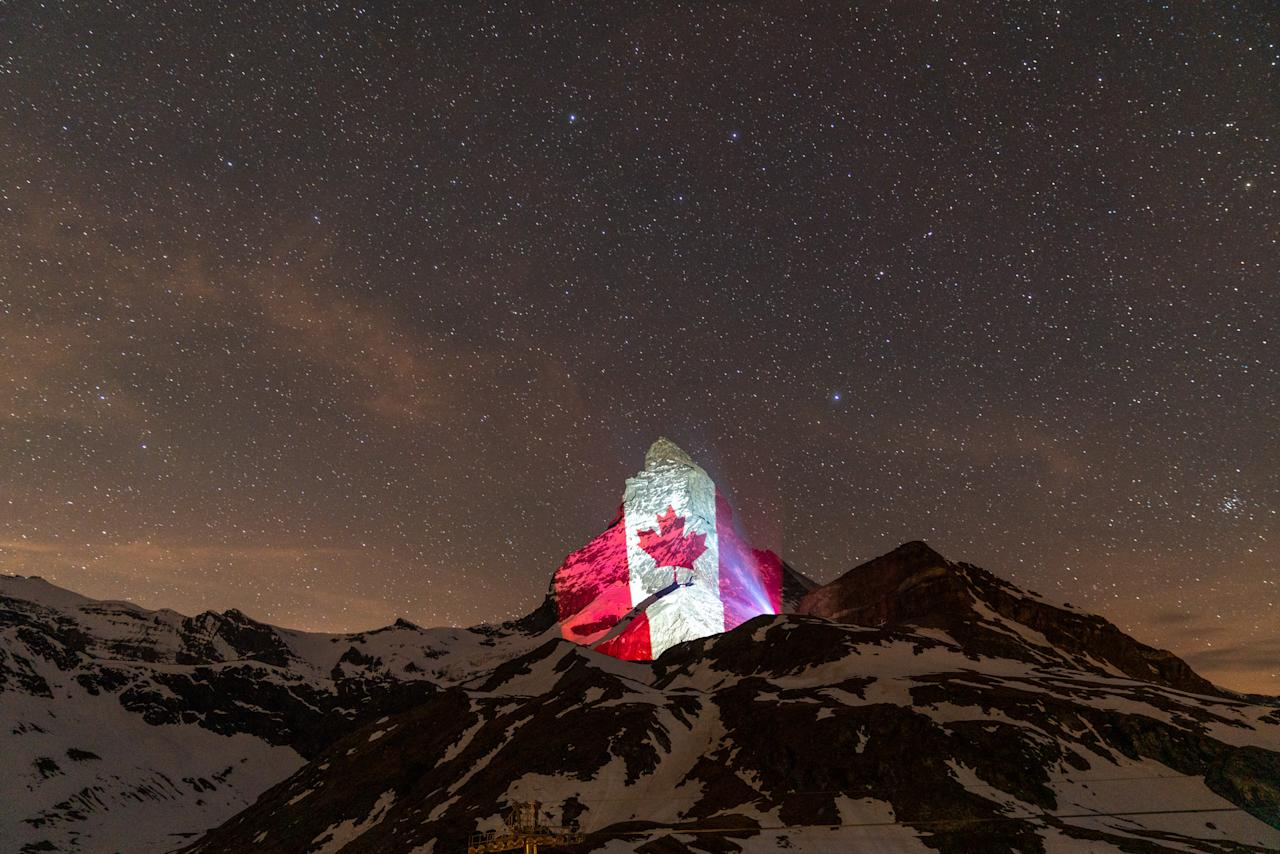 Illumination 25 April 2020: Canada (Light Art by Gerry Hofstetter / Foto Michael Kessler)