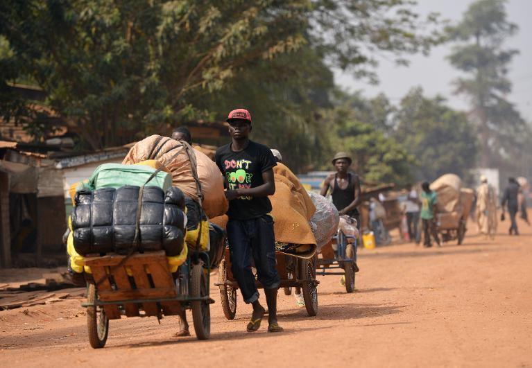 Central African people leave the PK5 neighborhood in Bangui with their belongings on December 24, 2013